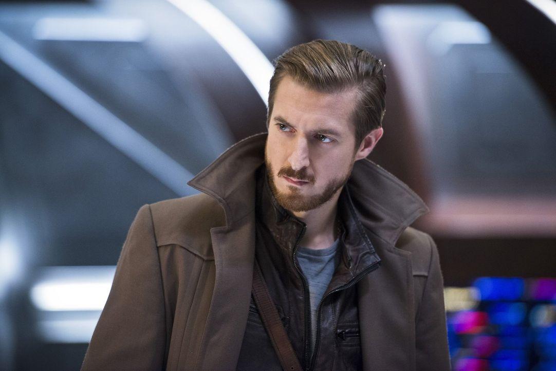 Rip (Arthur Darvill) bekommt ein Angebot von einem alten Freund aus der Zukunft, das die ganze Mission in Gefahr bringt. Aber wird sich Rip wirklich... - Bildquelle: 2015 Warner Bros.