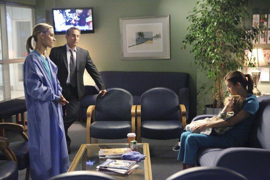 Ahnen nicht, was auf sie noch zukommen wird: Sheldon (Brian Benben, 2.v.l.), Charlotte (KaDee Strickland, l.) und Addison (Kate Walsh, r.) ... - Bildquelle: ABC Studios
