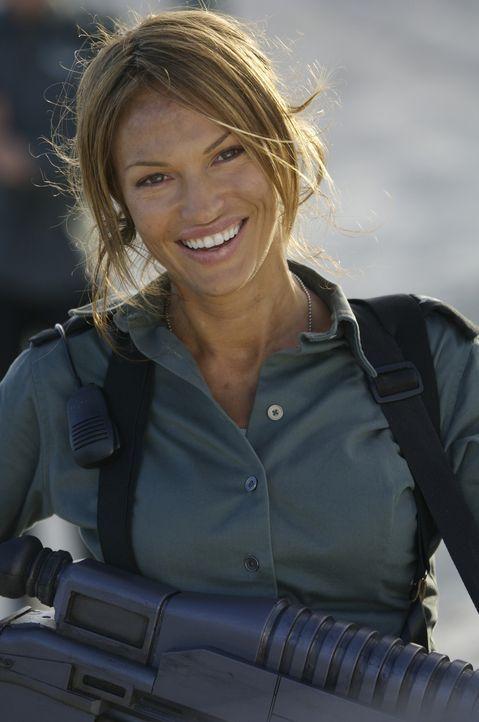 Mit Captain Lola Beck (Jolene Blalock) ist nicht zu spaßen ... - Bildquelle: 2008 Star Troopers (Pty) Limited and ApolloMovie Beteiligungs GmbH. All Rights Reserved.
