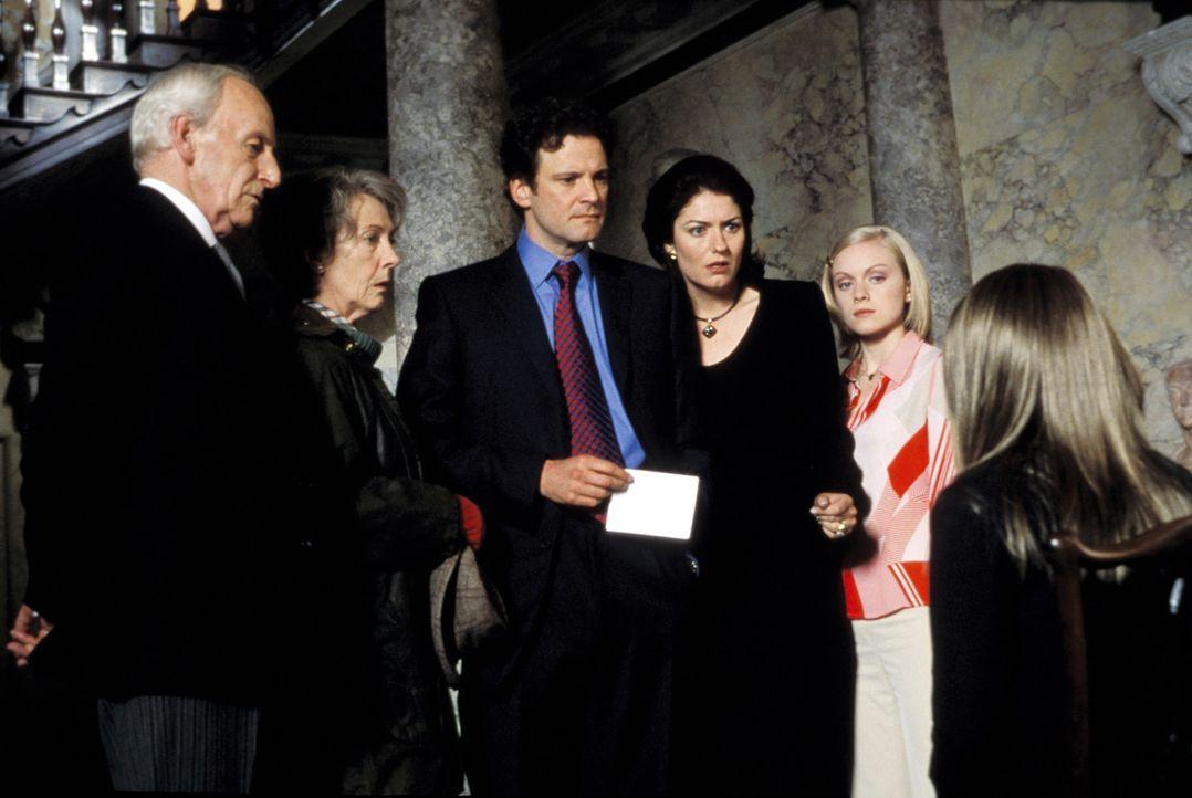 Im Hause Dashwood wartet auf (v.l.n.r.) Butler Percy (James Greene), Lady Jocelyn Dashwood (Eileen Atkins), Lord Henry Dashwood (Colin Firth), desse... - Bildquelle: Warner Bros.