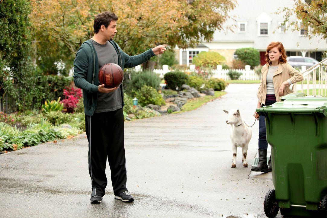 George (Jeremy Sisto, l.) hat enorme Schwierigkeiten mit der Situation, dass seine Tochter Tessa (Jane Levy, r.) nun einen Freund hat. Als er eine P... - Bildquelle: Warner Brothers
