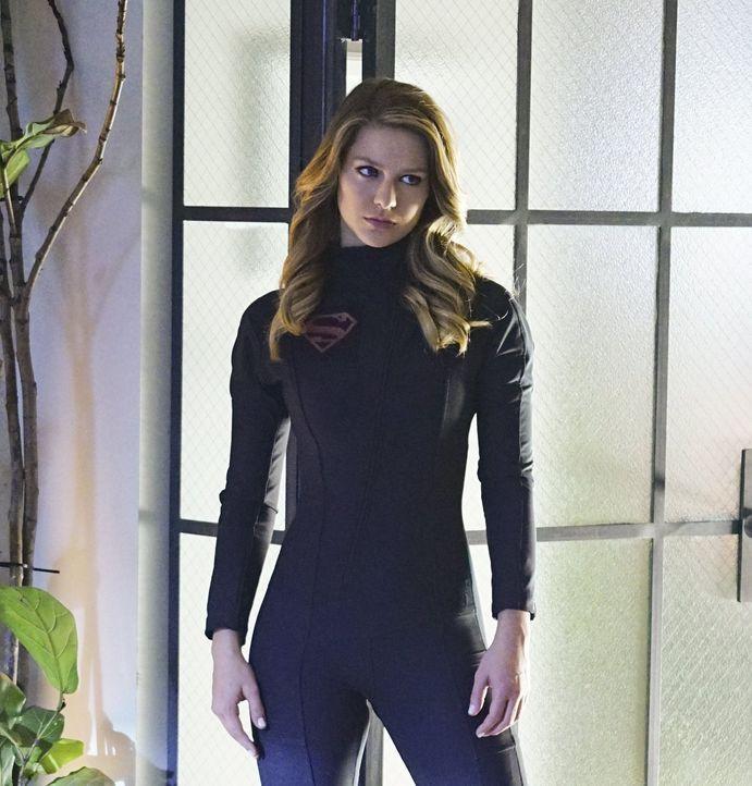 Der Kontakt mit rotem Kryptonit verwandelt Kara alias Supergirl (Melissa Benoist) in eine unbarmherzige und gefährliche Person. Können ihre Freunde... - Bildquelle: 2015 Warner Bros. Entertainment, Inc.