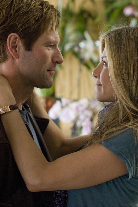Können sie Vergangenes vergessen und gemeinsam in die Zukunft starten? Burke (Aaron Eckhart, l.) und Eloise (Jennifer Aniston, r.) - Bildquelle: Universal Pictures