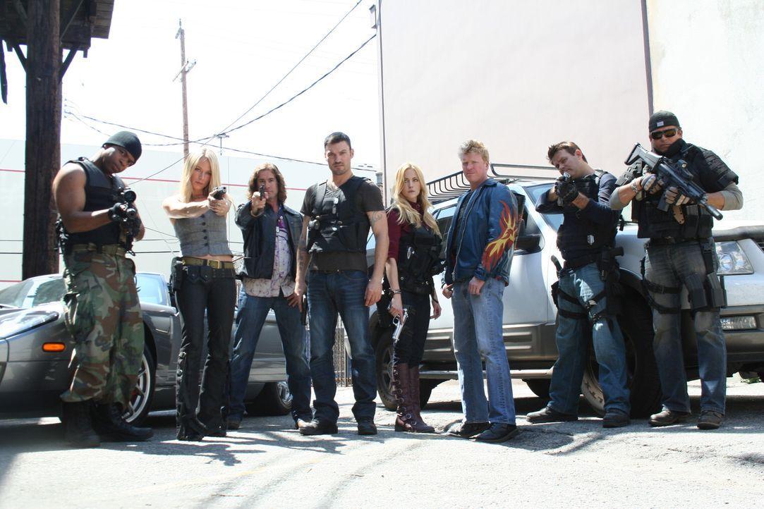 Als in L.A. plötzlich junge Frauen spurlos verschwinden, ist es für ein Waffenexperten-Team an der Zeit, all ihre Fähigkeiten einzusetzen: (v.l.n... - Bildquelle: 2011 Cross Entertainment, LLC. All Rights Reserved.