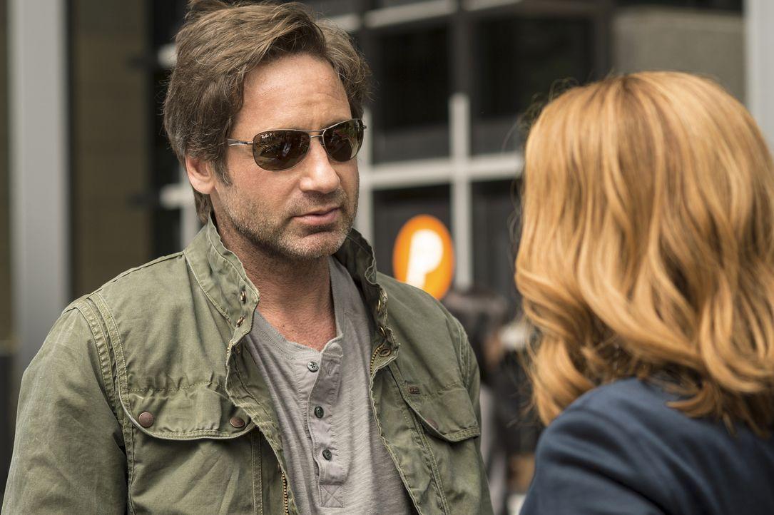 Mulder (David Duchovny) ist sich sicher, endlich Antworten auf all seine Fragen zu bekommen, als er an einem geheimen Ort Informationen über eine an... - Bildquelle: Ed Araquel 2016 Fox and its related entities.  All rights reserved.