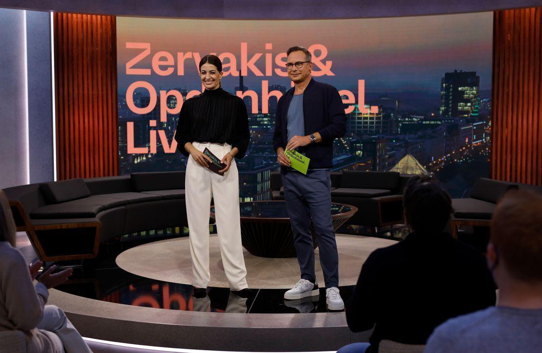 Linda Zervakis (l.); Matthias Opdenhövel (r.) - Bildquelle: Benedikt Müller ProSieben / Benedikt Müller