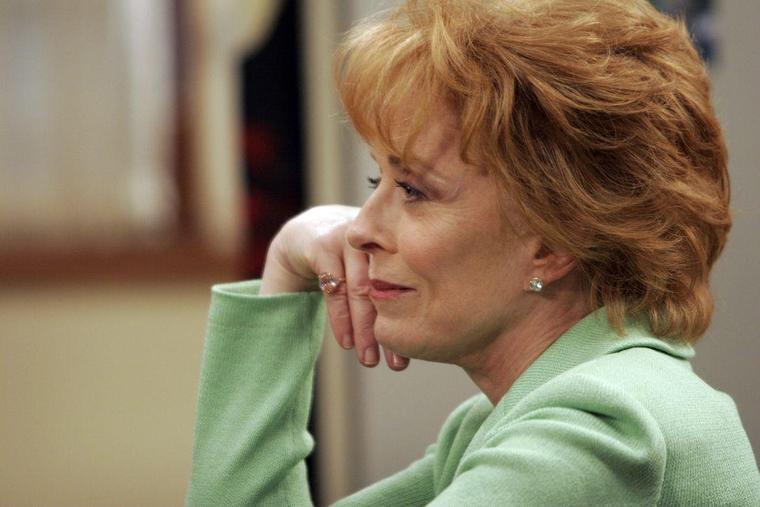 Oma Evelyn (Holland Taylor) ist eifersüchtig auf die Großeltern ihres Enkels mütterlicherseits, mit denen Jake eine Ferienwoche verbringen durfte... - Bildquelle: Warner Bros. Television