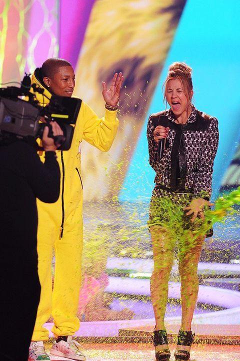 Kids-Choice-Awards-Pharrell-Williams-Kaley-Cuoco-14-03-29-getty-AFP - Bildquelle: getty-AFP