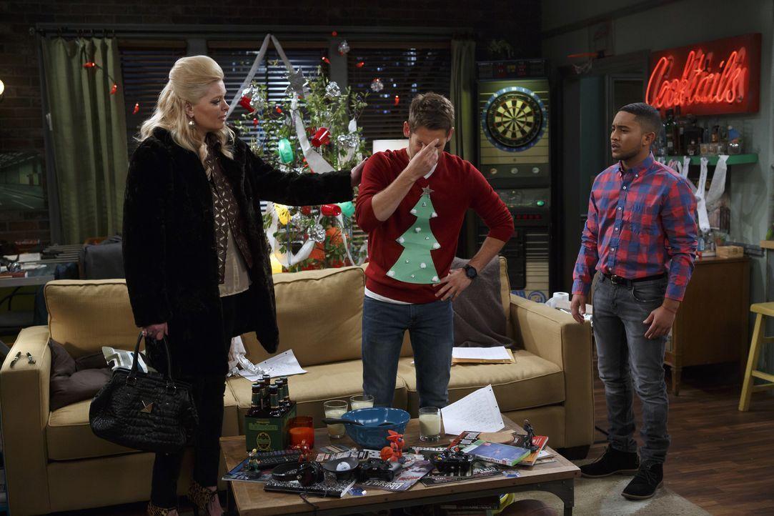 Ben verabscheut eigentlich alles, was ansatzweise etwas mit der Weihnachtsze... - Bildquelle: Bruce Birmelin ABC Family