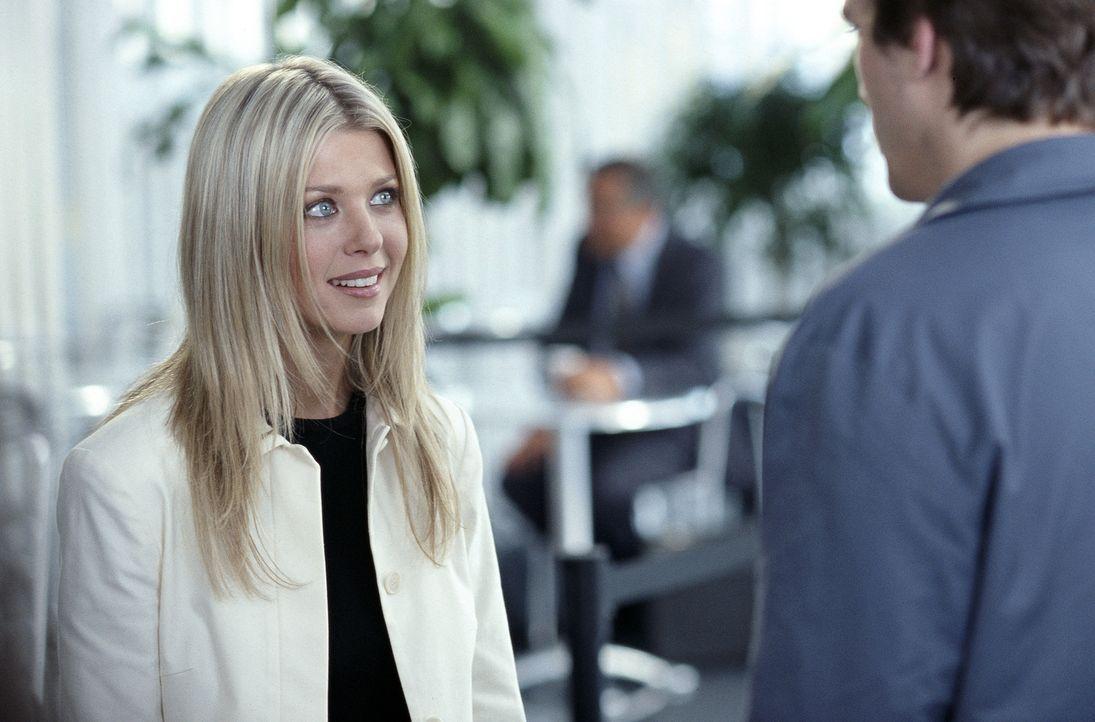 Eigentlich hatte sich Tom Stansfield auf einen netten Abend mit Lisa (Tara Reid) gefreut. Nun muss er aber statt mit ihr auf eine Party zu gehen, da... - Bildquelle: Falcom Media