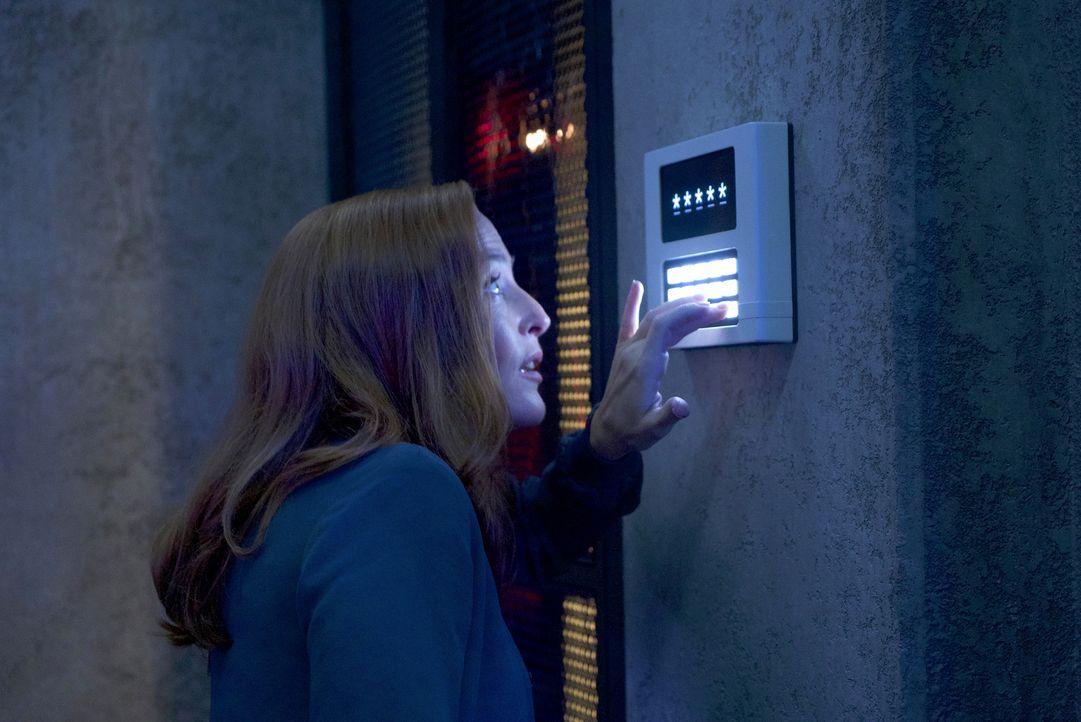 Wird es Scully (Gillian Anderson) tatsächlich gelingen, ein hochbewachtes System der Regierung abzuschalten? - Bildquelle: Shane Harvey 2017 Fox and its related entities.  All rights reserved.