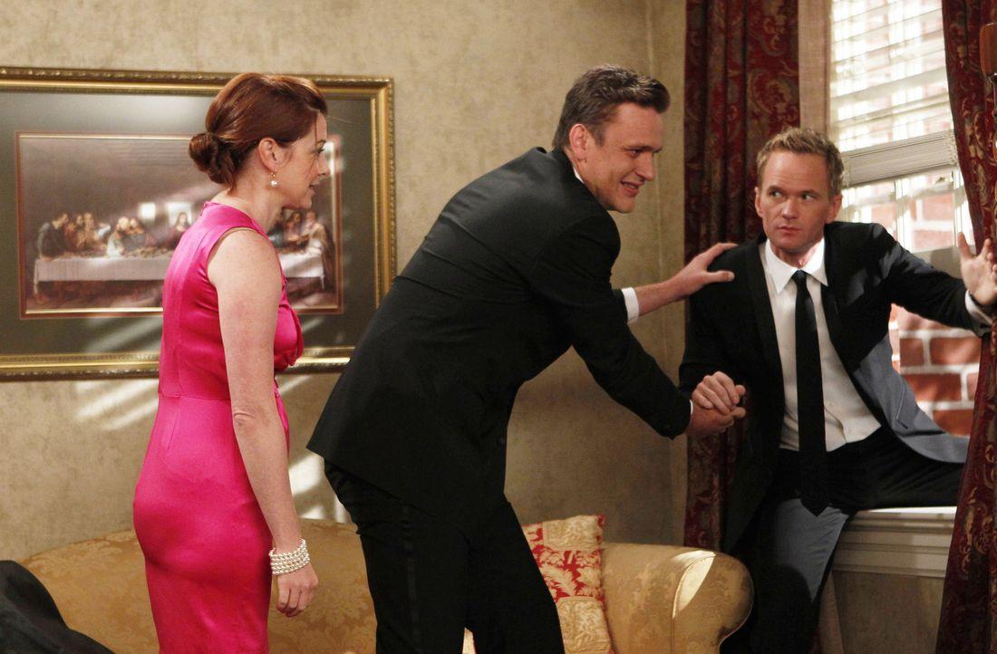 Die Hochzeit von Barney (Neil Patrick Harris, r.) und Quinn steht bevor. Marshall (Jaseon Segel, M.) und Lily (Alyson Hannigan, l.) haben alle Hände... - Bildquelle: 20th Century Fox International Television