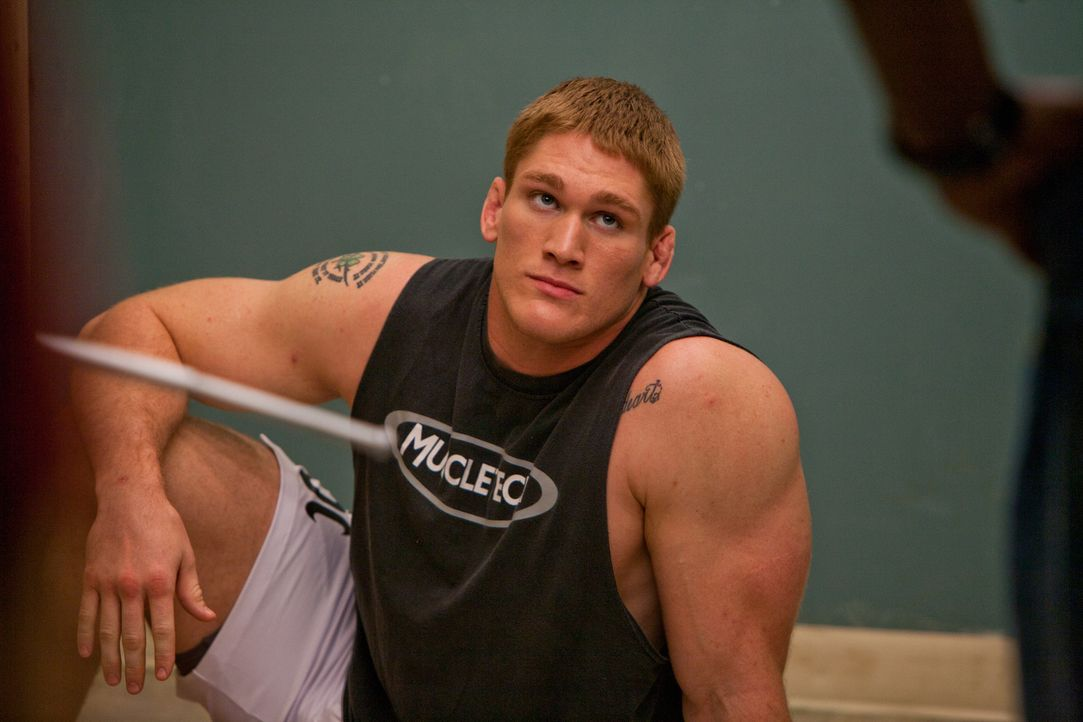 Um seiner in finanziellen Nöten steckenden Familie helfen zu können, nimmt Tim (Todd Duffee) an einem Mixed Martial Arts-Kampf teil, denn dem Sieger... - Bildquelle: Alicia Gbur 2011 Sony Pictures Worldwide Acquisitions Inc. All Rights Reserved.