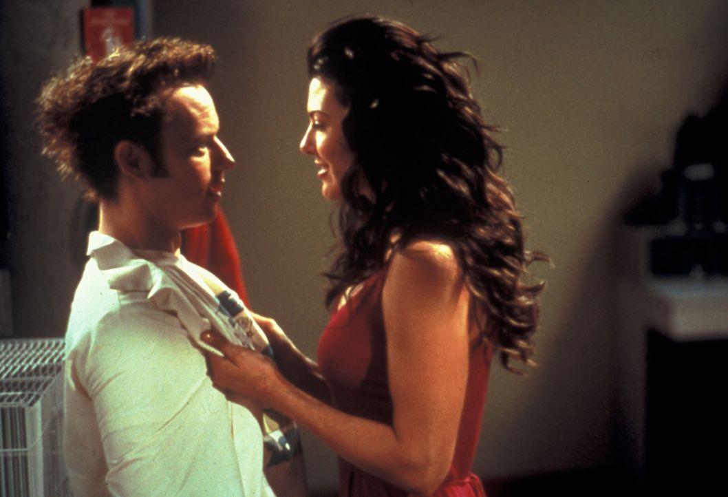 Für Henry (Desmond Askew, l.) ist die Repli-Kate (Ali Landry, r.) eine echte Offenbarung ... - Bildquelle: Zide-Perry Productions