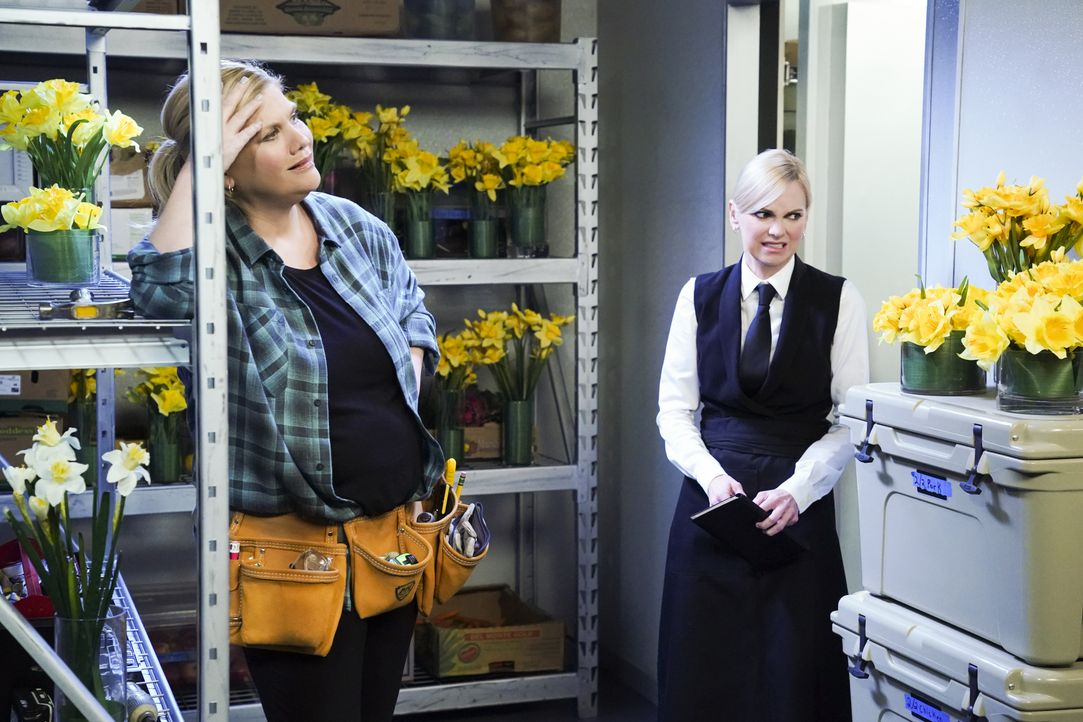 Tammy (Kristen Johnston, l.); Christy (Anna Faris, r.) - Bildquelle: Warner Bros. Entertainment, Inc.
