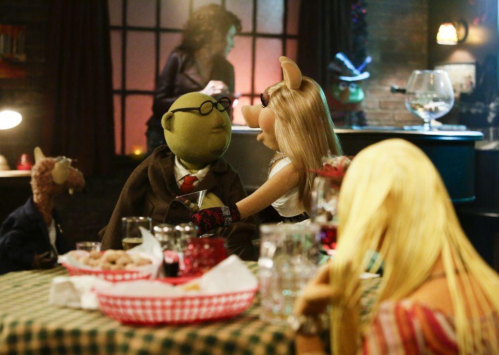 Amüsieren sich prächtig: Rizzo (l.), Prof. Dr. Honigtau Bunsenbrenner (M.) und Miss Piggy (r.) ... - Bildquelle: Nicole Wilder ABC Studios