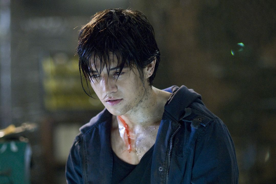 "Jin (Jon Foo) ist ein Straßenkämpfer. Als seine Mutter von den Soldaten des Großkonzerns ""Tekken"" getötet wird, sinnt er auf Rache. Er will die... - Bildquelle: 2010 CST PRODUCTIONS, LLC   ALL RIGHTS RESERVED"