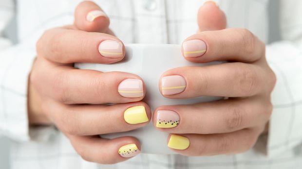 Rundungen an eckigen Nägeln, ja mit der Squoval Nagelform liegst du voll im T...