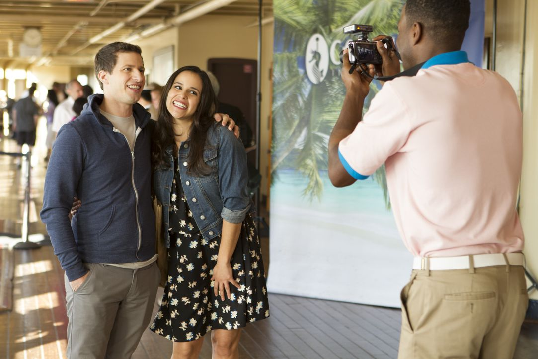 Jake Peralta (Andy Samberg, l.); Amy Santiago (Melissa Fumero, r.) - Bildquelle: John P. Fleenor 2015 UNIVERSAL TELEVISION LLC. All rights reserved. / John P. Fleenor
