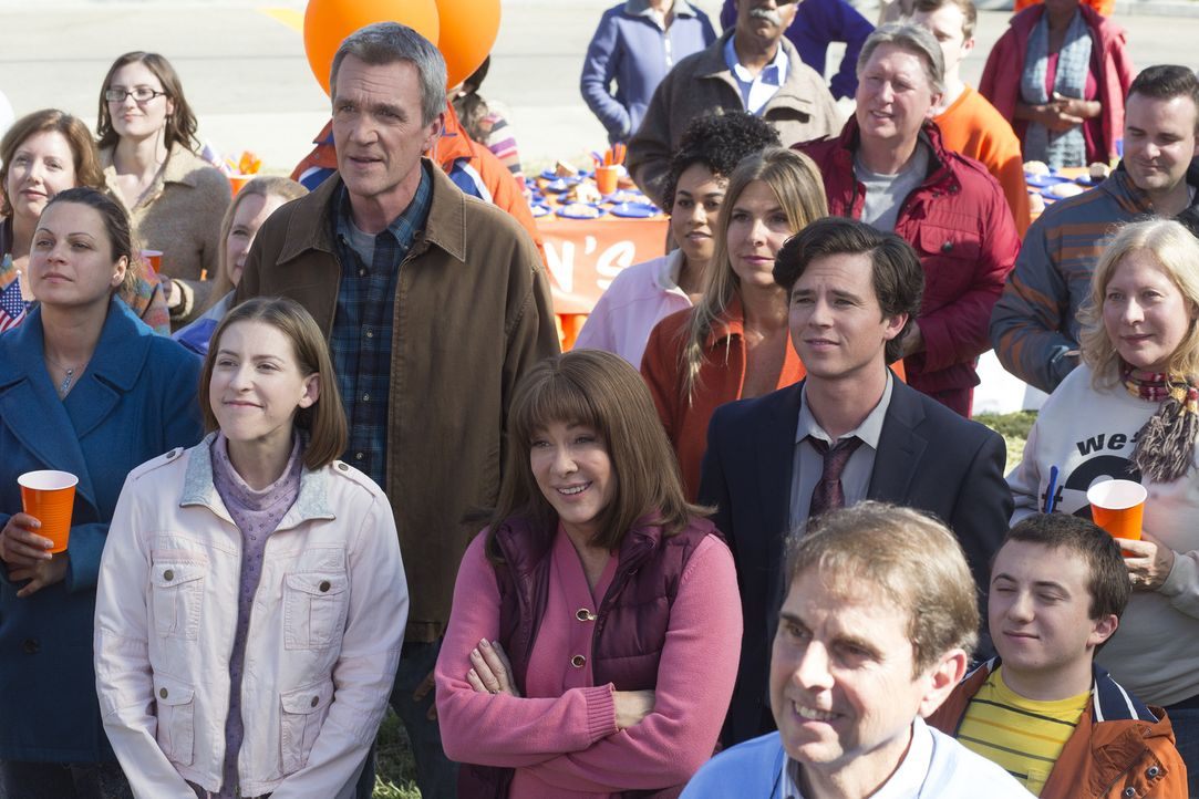 (Mitte v.l.n.r.) Sue (Eden Sher); Mike (Neil Flynn); Frankie (Patricia Heaton); Axl (Charlie McDermott) - Bildquelle: Michael Ansell 2017 American Broadcasting Companies, Inc. All rights reserved./Michael Ansell