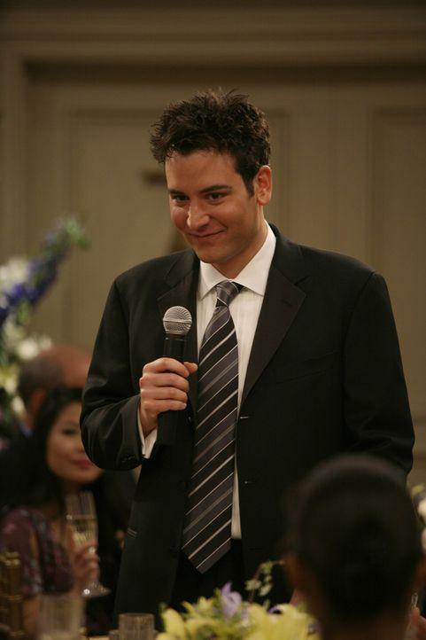 Spricht für seine Freunde einen Toast aus: Ted (Josh Radnor) ... - Bildquelle: 20th Century Fox International Television