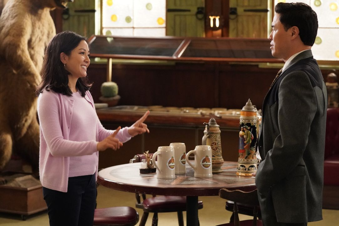 Jessica Huang (Constance Wu, l.); Louis Huang (Randall Park, r.) - Bildquelle: Mitch Haaseth 2019-2020 American Broadcasting Companies.  All rights reserved. / Mitch Haaseth