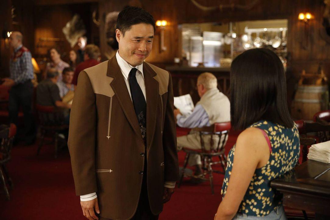 Sind sich nicht immer einig - doch wenn Jessica (Constance Wu, r.), dem Steakhouse verbleibt, ist Louis (Randall Park, l.) bereit, ihr immer rechtzu... - Bildquelle: 2015 American Broadcasting Companies. All rights reserved.