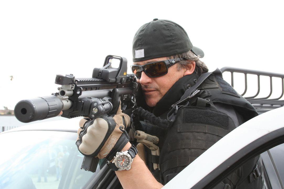 Macht sich daran, dem Bösen den Garaus zu machen: Riot (Tim Abell) ... - Bildquelle: 2011 Cross Entertainment, LLC. All Rights Reserved.