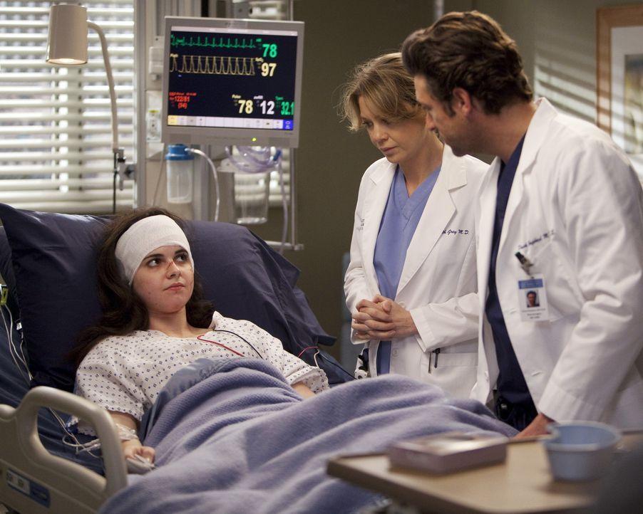 Derek (Patrick Dempsey, r.) und Meredith (Ellen Pompeo, M.) kümmern sich um ein schwerverletztes junges Mädchen (Vanessa Marano, l.), dass sich al... - Bildquelle: Touchstone Television