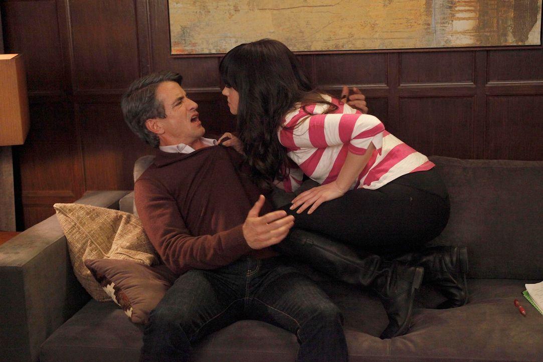 Jess (Zooey Deschanel, r.) fürchtet, dass sie und Russell (Dermot Mulroney, l.) nicht die gleiche Leidenschaft teilen, die er mit seiner Ex-Frau Oul... - Bildquelle: 20th Century Fox