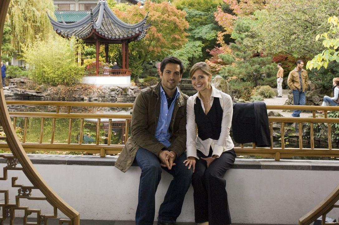 Jess (Sarah Michelle Gellar, r.) und Ryan (Michael Landes, l.) sind ein glückliches Ehepaar. Einziger Wehmutstropfen ist sein Bruder Roman, der mome...