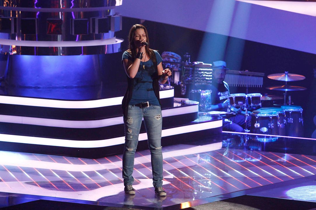 isabell-01-the-voice-of-germany-staffel-2-epi06-showjpg 2000 x 1333 - Bildquelle: SAT.1/ProSieben/Richard Hübner