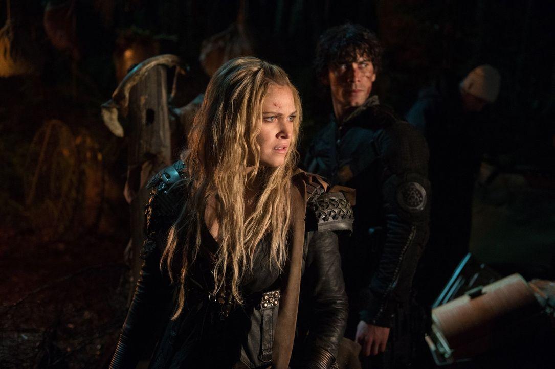 Nachdem Clarke (Eliza Taylor) erkannt hat, dass die Menschen in Arkadia nicht mehr sie selber sind, entschließt sie sich, ihre eigentliche Mission n... - Bildquelle: 2014 Warner Brothers
