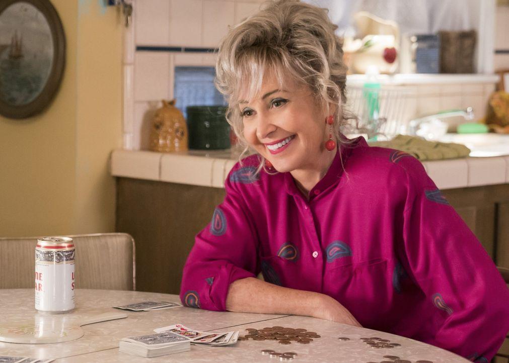 Hat mit ihren drei Enkelkindern alle Hände voll zu tun: Meemaw (Annie Potts) ... - Bildquelle: Warner Bros.