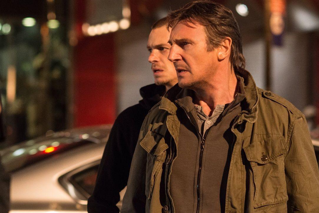 Zeigen der Mafia, wo der Hammer hängt: Ex-Profikiller Jimmy Conlon (Liam Neeson, r.) und sein Sohn Mike (Joel Kinnaman, l.) ... - Bildquelle: 2013 Warner Bros.