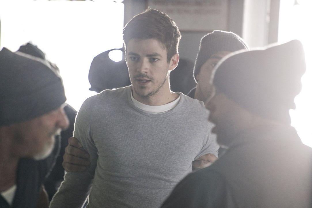 Sucht im Gefängnis nach neuem Mut und Optimismus, als die Umstände für ihn schlechter werden: Barry (Grant Gustin) ... - Bildquelle: 2017 Warner Bros.