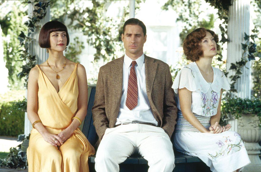 Autors Adam (Luke Wilson, M.) versucht im Jahr 1924 sein Glück bei den Frauen: Polina (Sophie Marceau, l.) und Anna (Kate Hudson, r.) ... - Bildquelle: Warner Brothers Entertainment Inc.