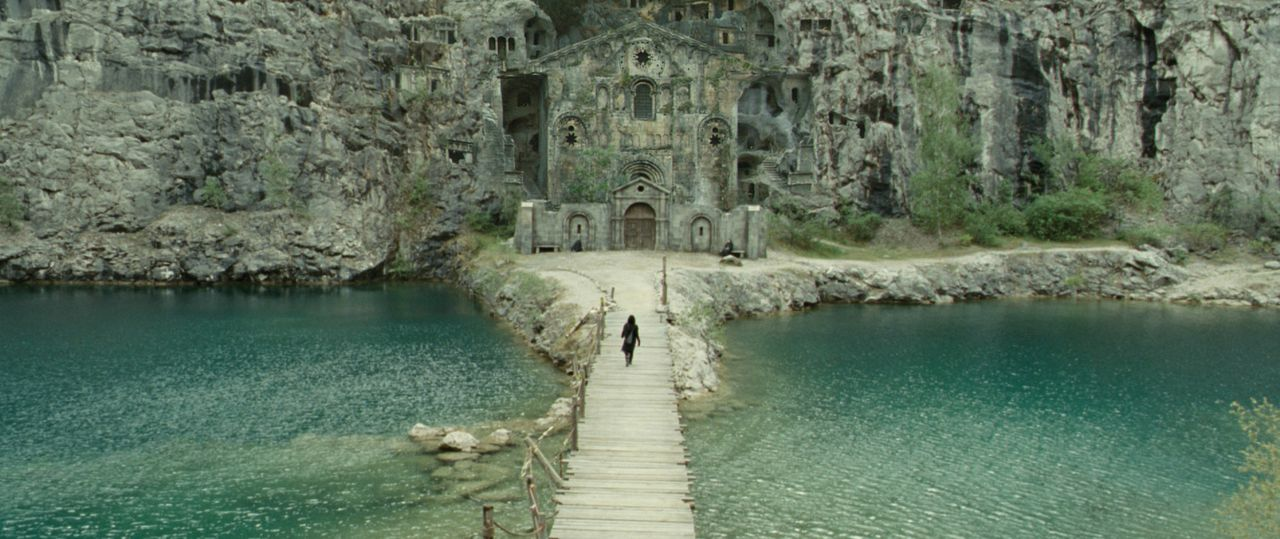 Das geheimnisvolle Kloster, in dem Aurora aufgewachsen ist ... - Bildquelle: 2008 BABYLON A.D SAS / BABYLON FILMS LIMITED / STUDIOCANAL / M6 FILMS