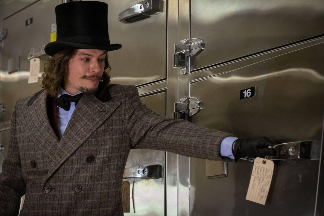 Verfolgt den Plan, Gotham in den Wahnsinn zu treiben: Jervis (Benedict Samuel) ... - Bildquelle: Warner Brothers