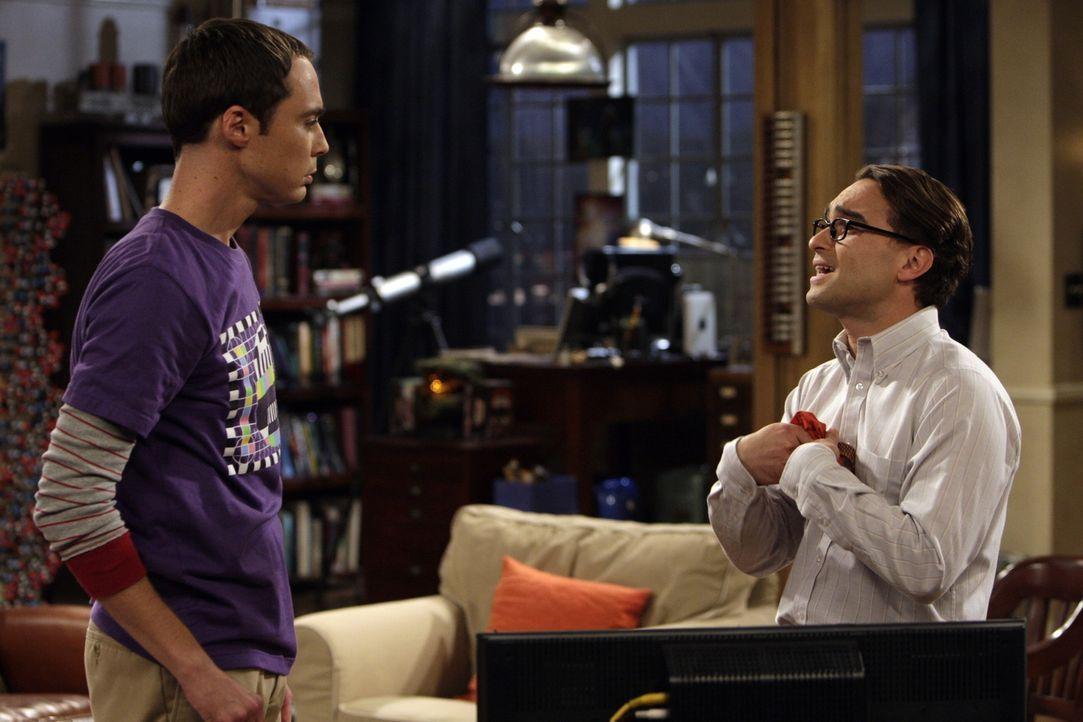 Da Penny einen neuen Freund hat, lässt sich Leonard (Johnny Galecki, r.) auf eine Beziehung mit seiner Kollegin Leslie Winkle ein. Sheldon (Jim Par... - Bildquelle: Warner Bros. Television