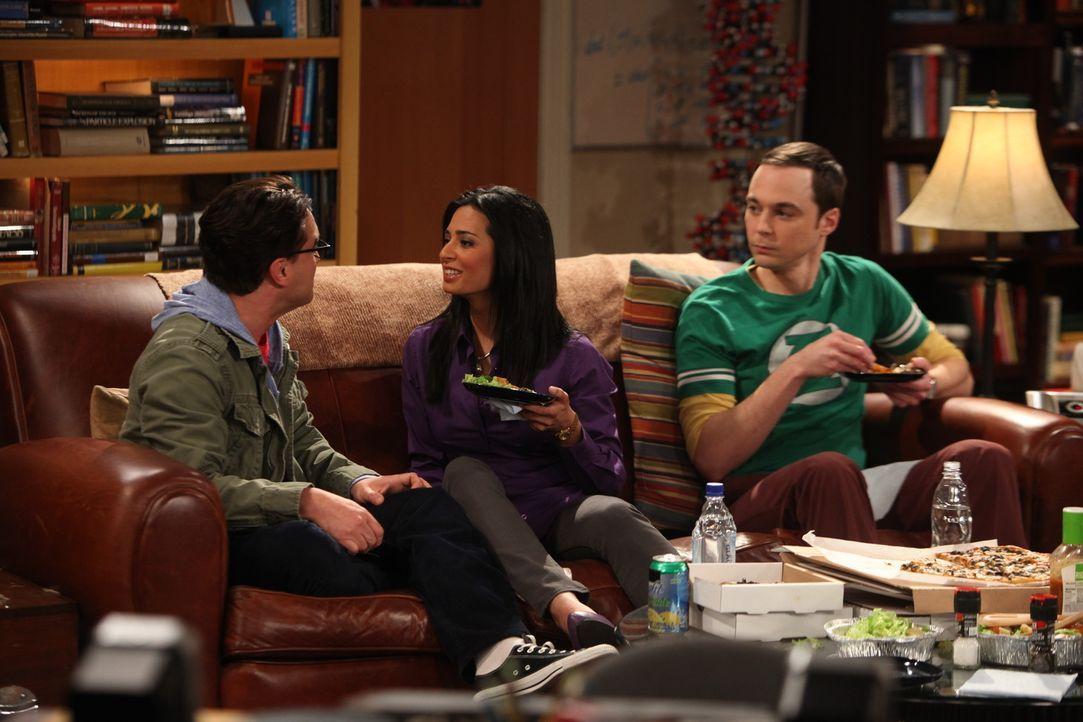 Sheldon (Jim Parsons, r.) kann nicht glauben, dass Priya (Aarti Mann, M.) und Leonard (Johnny Galecki, l.) gegen Rajs Willen eine Beziehung eingehen... - Bildquelle: Warner Bros. Television