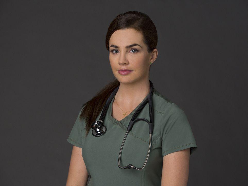 (2. Staffel) - Dr. Heather Pinkney (Jillian Murray) kämpft sich im unterbesetzten und überfüllten Angels Memorial durch den chaotischen Alltag und h... - Bildquelle: Monty Brinton 2015 ABC Studios