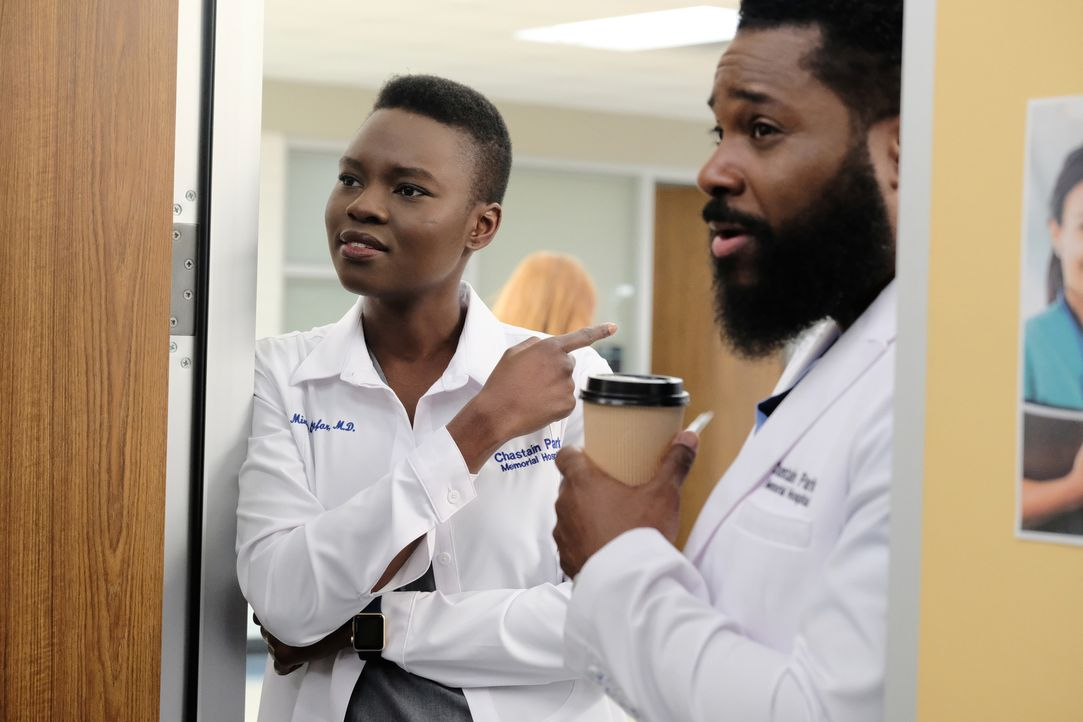 Dr. Mina Okafor (Shaunette Renée Wilson, l.); AJ Austin (Malcom-Jamal Warner, r.) - Bildquelle: 2018-2019 Twentieth Century Fox Film Corporation.  All rights reserved.
