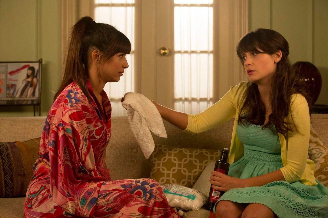 Während Jess (Zooey Deschanel, r.) eine Chance auf einen neuen Job hat, hat Cece (Hannah Simone, l.) ein großes Problem im Gesicht ... - Bildquelle: 2013 Twentieth Century Fox Film Corporation. All rights reserved
