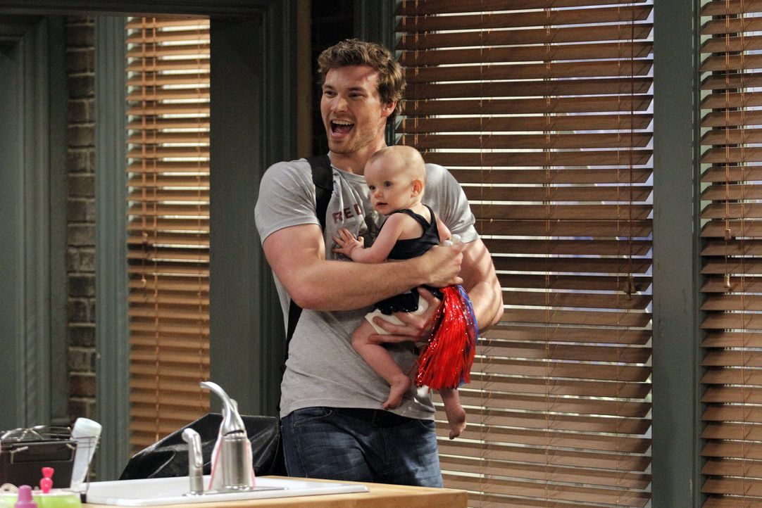 Danny (Derek Theler, l.); Emma (Ember und Harper Husak, r.) - Bildquelle: Tony Rivetti ABC Family
