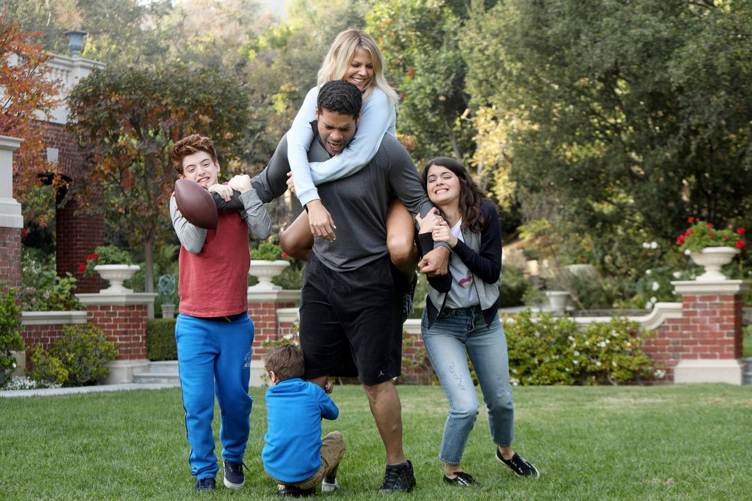 Genauso stellt man sich eine große glückliche Familie vor, findet Mickey (Kaitlin Olson, oben). Doch während Sabrina (Sofia Black-D'Elia, r.) und Be... - Bildquelle: 2017 Fox and its related entities. All rights reserved.