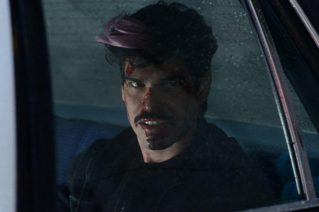Bei den Ermittlungen bekommt es Gordon mit dem gefährlichen Auftragskiller Eduardo Flamingo (Raúl Castillo) zu tun, während sich Edward um Penguin k... - Bildquelle: Warner Brothers