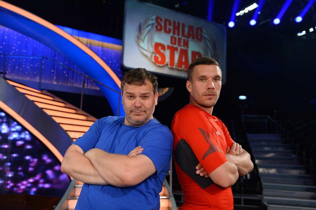 Fußballstar gegen Fußballfan: Lukas Podolski (r.) und Elton (l.) - Bildquelle: Willi Weber ProSieben