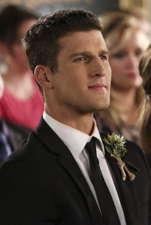 Während der Vorbereitungen für die Hochzeit von Malik und Lisa wird Tessa von June gewarnt, sich von Ryan (Parker Young) fernzuhalten ... - Bildquelle: Warner Brothers