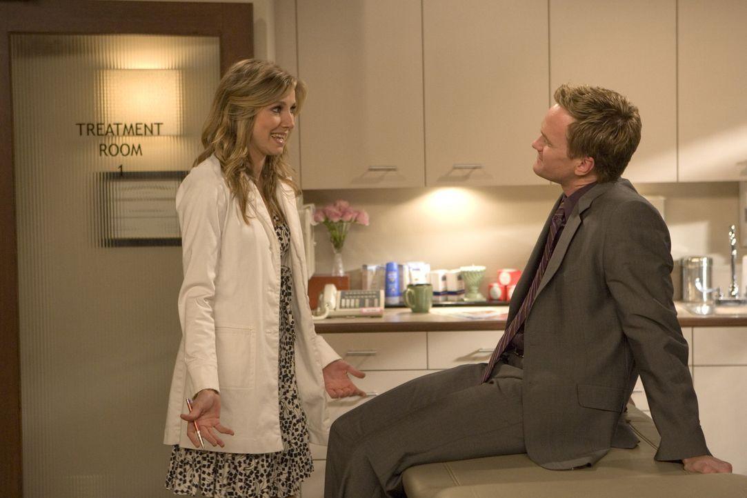 Um Abby auf sich aufmerksam zu machen, lässt sich Barney (Neil Patrick Harris, r.) einen Termin in der Praxis von Stella Zinman (Sarah Chalke, l.)... - Bildquelle: 20th Century Fox International Television